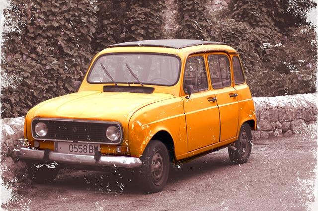 car-1097139_640